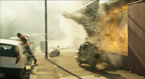 6. Explosion 2 vor der Bar