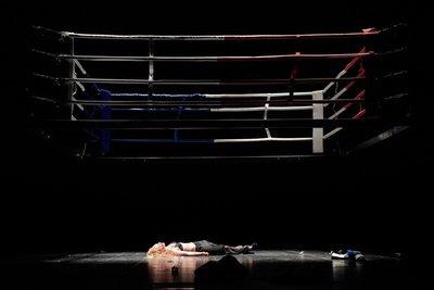 4. Tod Nadias (Brigitte Hobmeier) in Stones Inszenierung, ©Thomas Aurin.